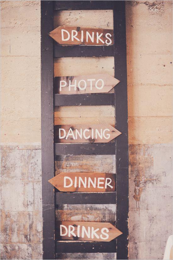 結婚式でダンスとかあるなんて、なんか楽しそう。 rustic wedding signs