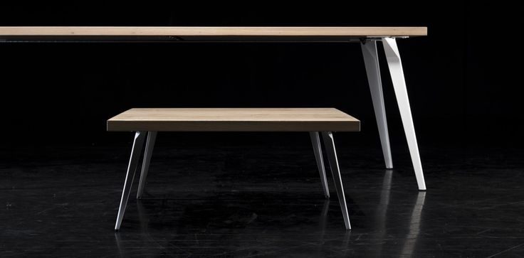 De #Stable Square is het sterke broertje van de Spike #tafel. Met zijn rechte en strakke afwerking staat deze tafel in iedere kamer als een huis. Sinds kort is er ook een bijpassende #salontafel van de Stable Square verkrijgbaar. Zeer geschikt als werk- en vergadertafel of als mooie #eetkamertafel. #GilsingWonen #design #wooninspiratie