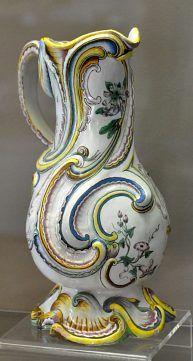 Pot à eau. Marseille vers 1750.Rouen, Musée de la céramique