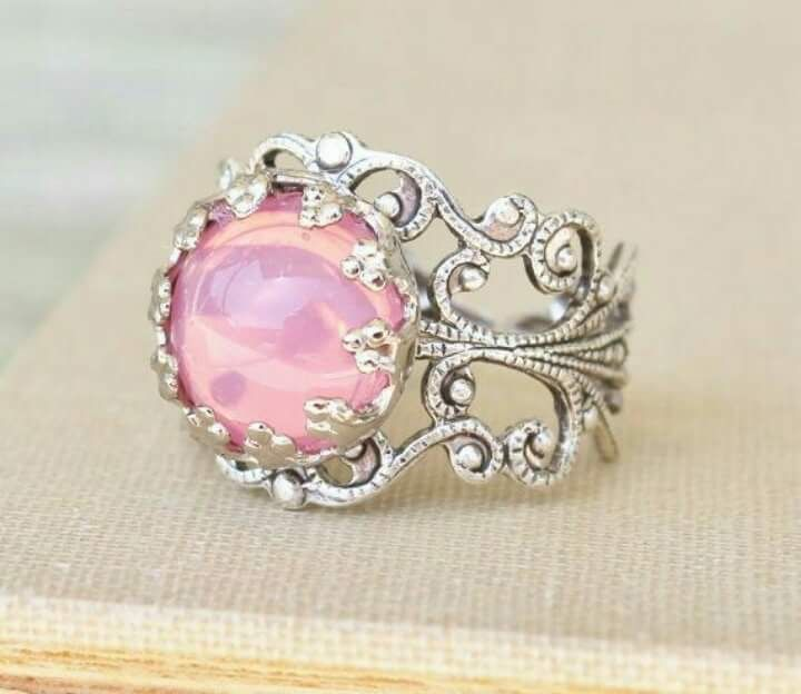 Filigree design with Opal