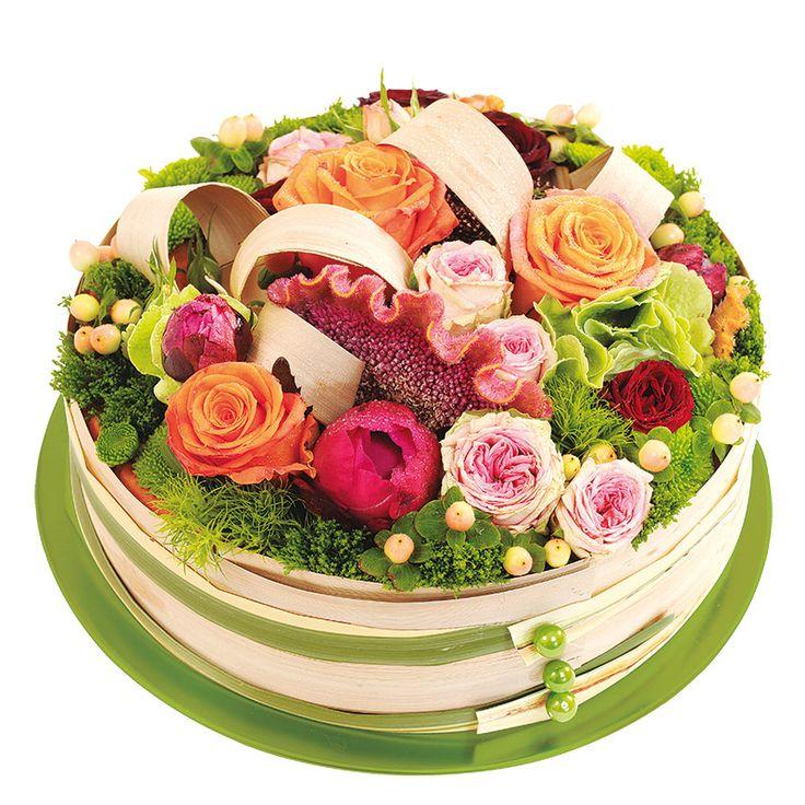 Composition en forme de gâteau de fleurs multicolores avec des roses | Interflora