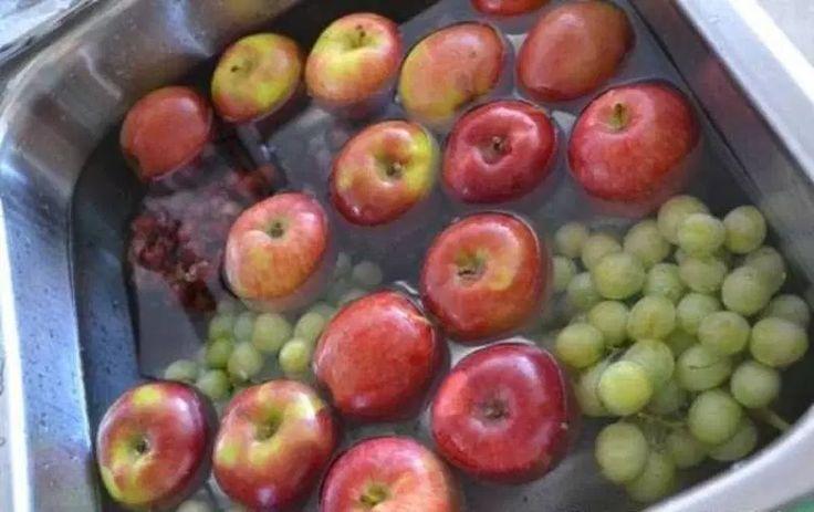 Όταν αγοράζετε φρούτα και λαχανικά, δεν υπάρχει καλύτερη επιλογή από τα βιολογικά προϊόντα.   Ωστόσο, τα βιολογικά τρόφιμα κοστίζουν πολ...