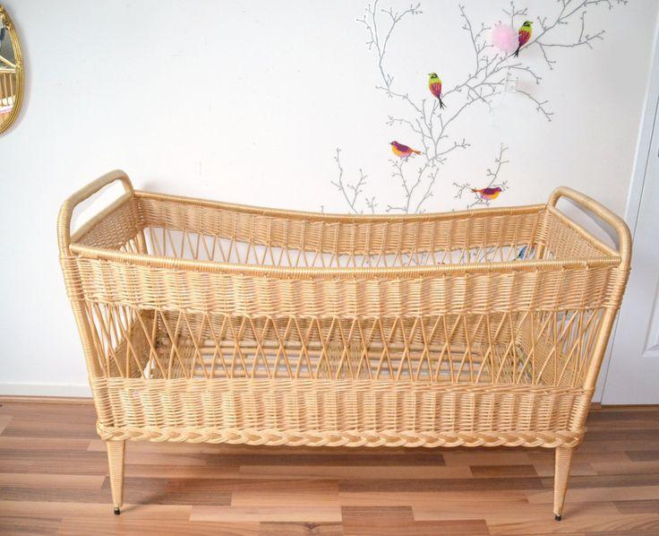lit  bébé en rotin/osier + matelas  , berceau , vintage de la boutique atelierdelachoisille sur Etsy