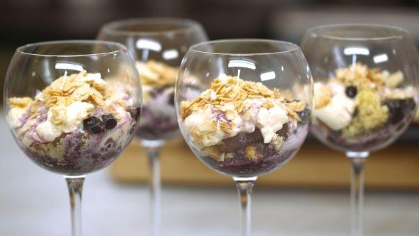 Eén - Dagelijkse kost - trifledessert met mousse van mascarpone  en blauwe bessen