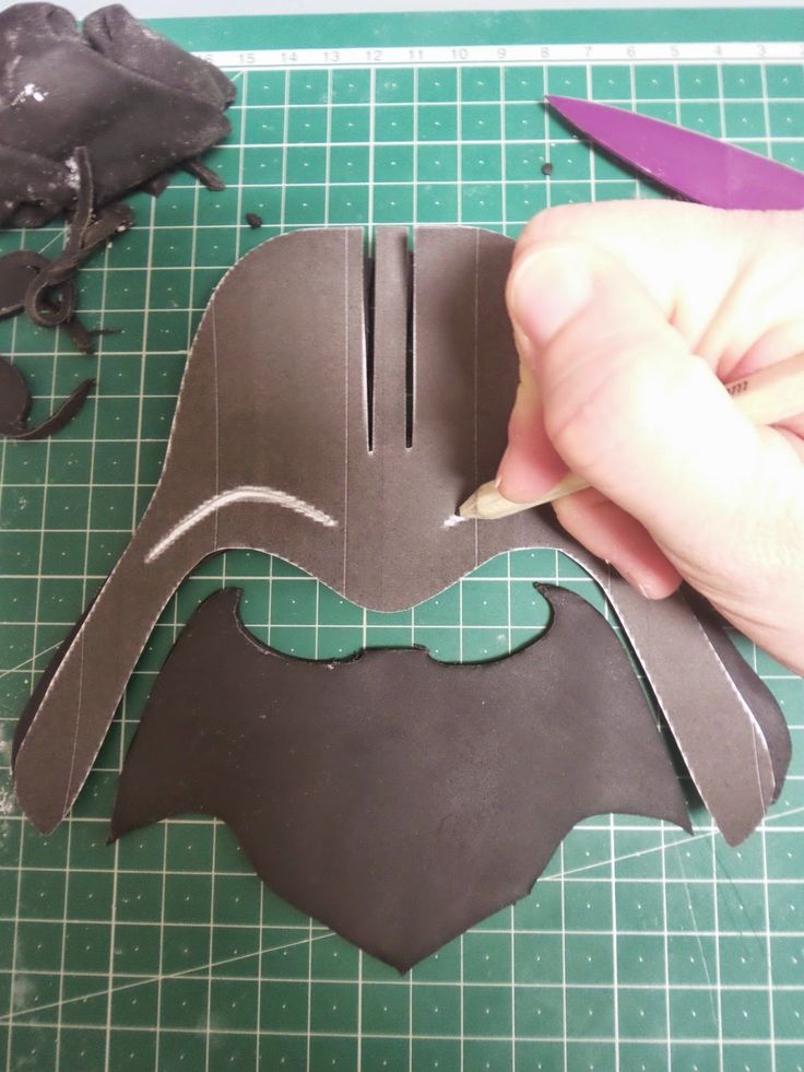 Darth Vader fondant - need to translate. Use this and other one to combine