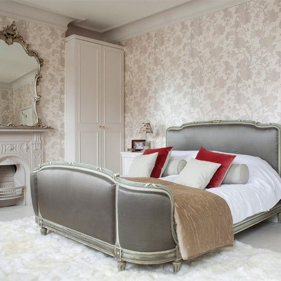 Bedroom soothing and beautiful. The red is perfect....