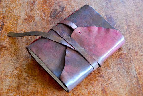 Kožený zápisník v bordo náladě