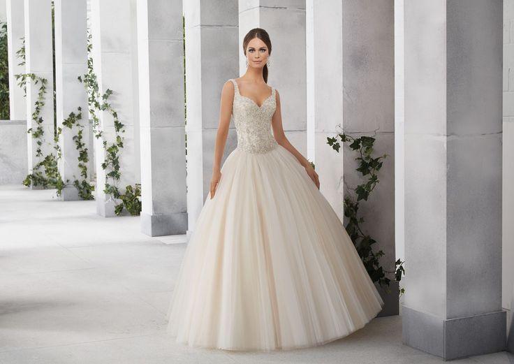 FORTUNA Doskonały, błyszczący gorset dla księżniczki sukni ślubnej Madeline Gardner Gorset wyszywany kryształkami. Dekolt w kształcie serca, powiększający biust. Eleganckie …