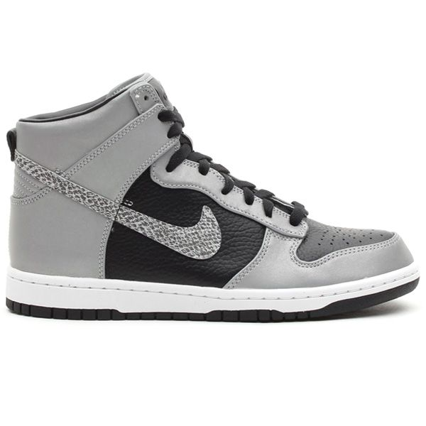 I seriously love when guys wear these type of shoes #Nike Dunk Hi « Snake