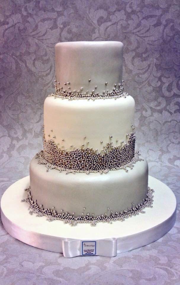 Silver Wedding Cake , torte di nozze con perle argento , Brescia Italy , www.tortedigiada.com  Pan di Spagna con crema nocciola , perle in argento in zucchero , matrimonio sul Lago di Garda , 2015