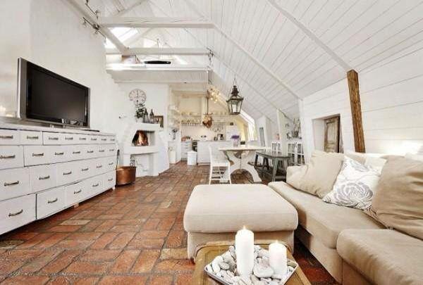 Потертая мебель придает этому современному лофту чуть винтажный вид. #interior #design #loft