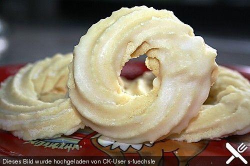 Eierlikör - Kringel, ein schönes Rezept aus der Kategorie Kekse & Plätzchen. Bewertungen: 4. Durchschnitt: Ø 3,7.