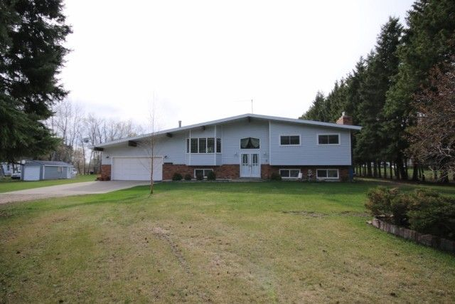 3.5 ACRES. CHARMING BI-LEVEL. GREAT LOCATION. (Parkland County) This charming 5 bedroom bi-level is nestled on a tree-lined 3.51 Acre parcel, within 5 minutes to either Stony Plain or Spruce Grove in Green Acre Estates. Offering over 1,567 square feet + a finished basement, 3+2 bedrooms, 3 bathrooms, including a master suite with a 3 piece ensuite & the main bath with a corner jetted tub, main floor laundry, spacious kitchen with appliances, centre island, & french doors to the heated 4…
