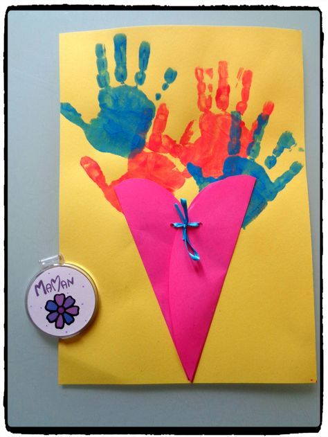 cadeau d'anniversaire maman, carte fleurs, empreintes de mains, miroir personnalisé, fête des mères, cadeaux à offrir, enfants