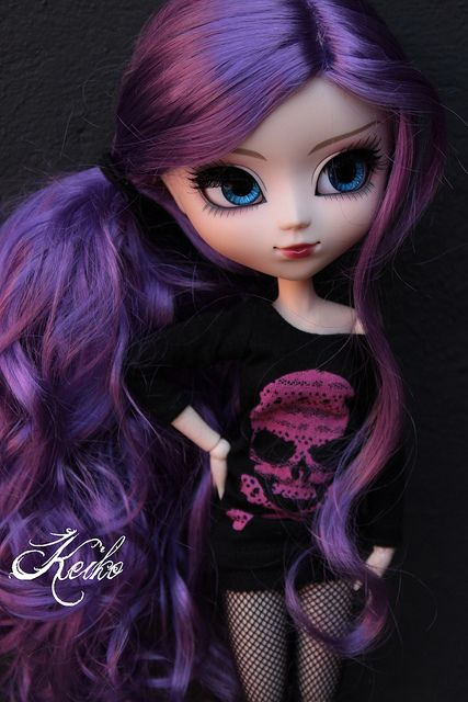 Purple Pullip doll,i normally don't like these dolls that much,,,but this one is gorgious!