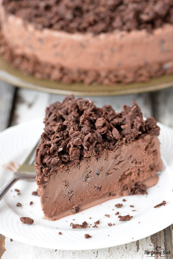 A Chocolate Crunch Ice Cream Cake is ideal for holidays and celebrations! It's easy to make an you only need 4 ingredients for this ice cream cake recipe.