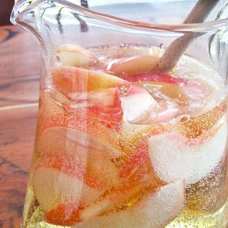 Sparkling White Peach Sangria / Moscato