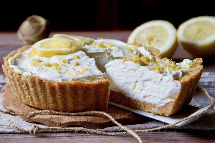 La Crostata Fredda al Limone è un semifreddo bellissimo, facile e delizioso! Si tratta di una Crostata senza cottura leggera e semplice da realizzare, per la base utilizziamo dei biscotti secchi mentre la crema è composta da panna montata, yogurt al limone e buccia grattugiata di limone per amplificare ancor di più il sapore. Per [...]