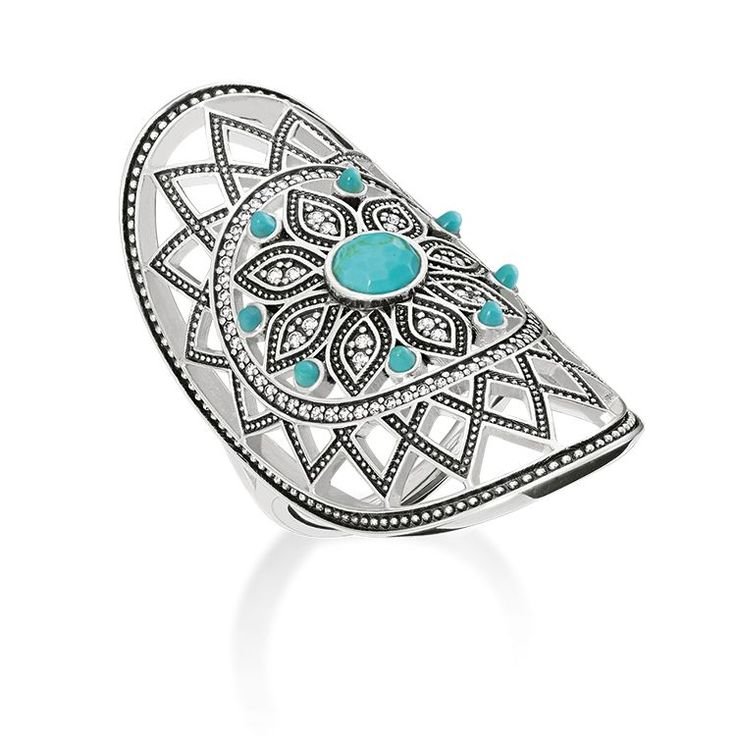 A graphic jewellery highlight of the Dream Catcher range and perfect companion for your #festival look: The artful net of floral patterns directs the gaze towards the intensively-radiant stone in turquoise imitation.
