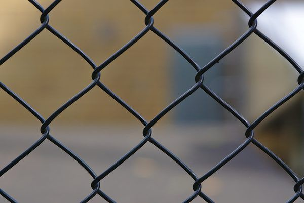 How To Paint Refinish Chain Link Fences Painted Chain Link Fence Black Chain Link Fence Chain Link Fence