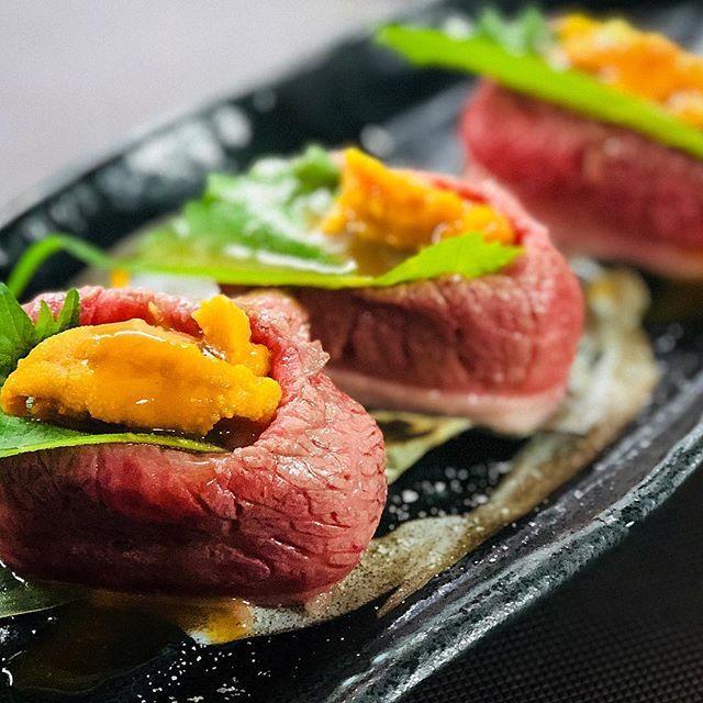 . 皆さまおはようございます\❤︎/ . . #忘年会 #シーズン 到来!!! #宴会 の#コース の1品。 【#うに #肉 #巻き寿司 】のご紹介します! . . こちらは5000円のコースの#前菜 です! 前菜から#華やか #豪華 にスタート★ . とろけるような口どけがたまりません! #新鮮 な#雲丹 がとってもきれいです! . . ぜひ#予約 してくださいね! まだまだ受け付けております! . . . #海鮮#和牛#寿司 #九州#料理#専門店#海  #新年会 #宴会 . #埼玉#春日部#越谷#せんげん台 #木村屋 #本店 . #instagood #instafood