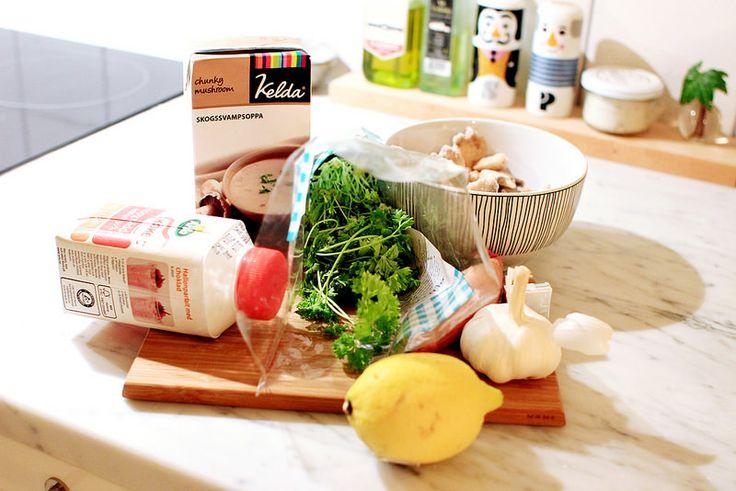 Här kommer ett recept som knappt är ett recept utan mer hur man kan göra en färdig soppa mycket...