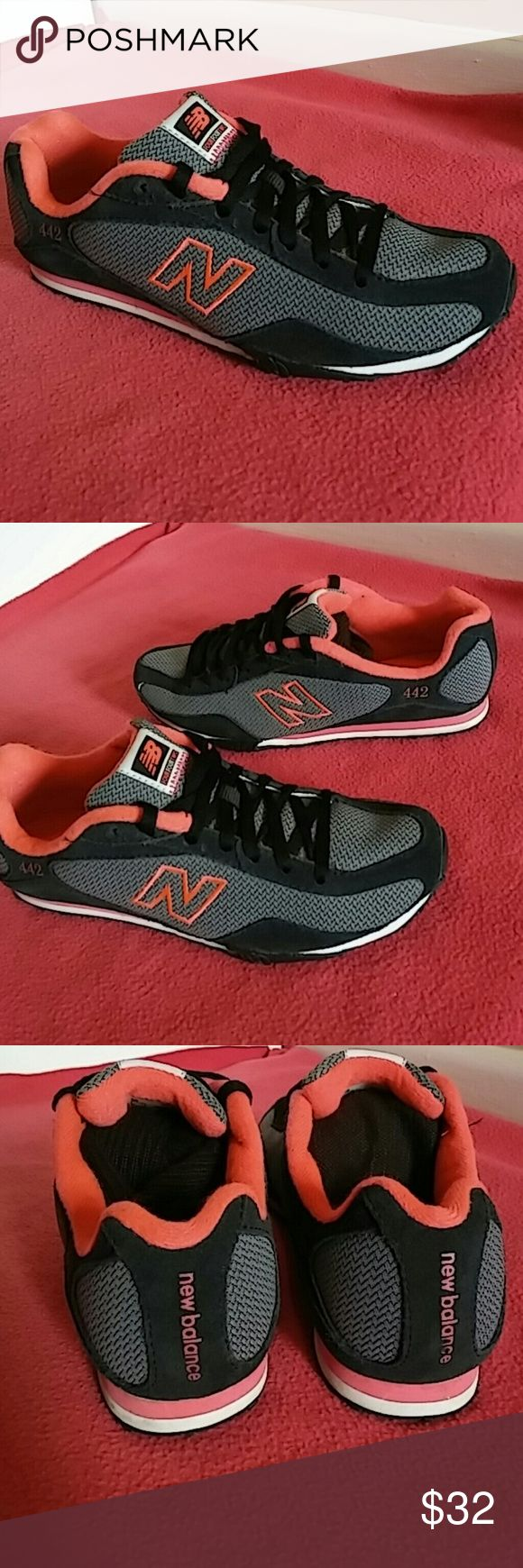 New Balance 442...WOMEN SIZE 7 Shoes shows minimal signs of use and rated 8.5/10. Very styled to reflect a lady's choice. This is 200% Authentic New Balance. NB Shoes Sneakers