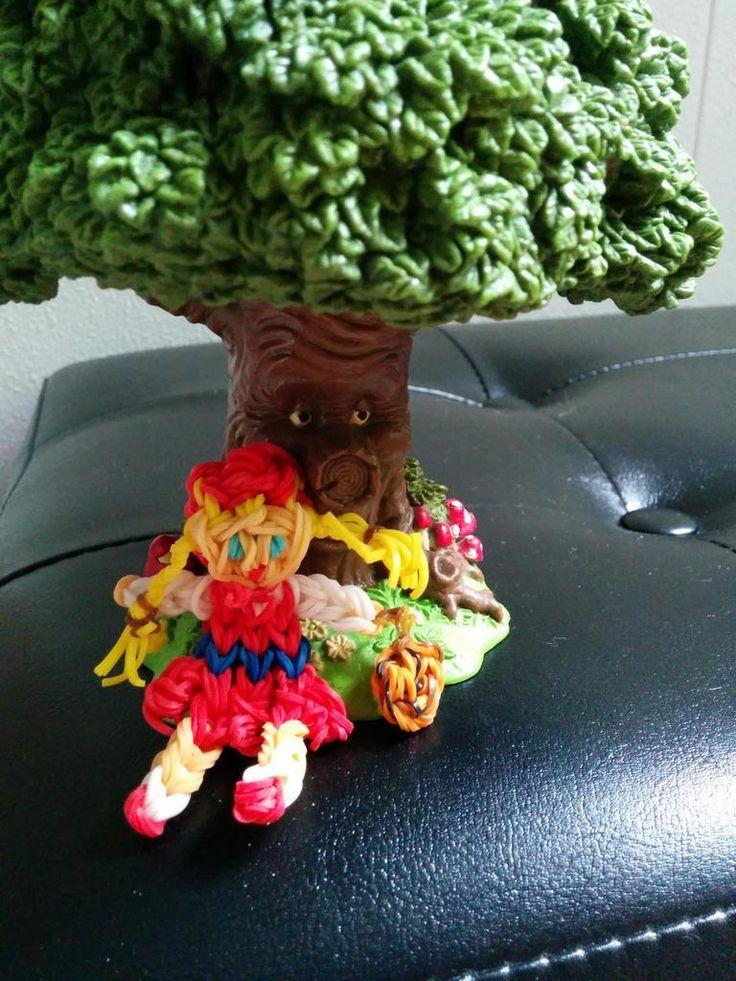 Roodkapje gemaakt van loom bandjes door Carolien uit Keppel