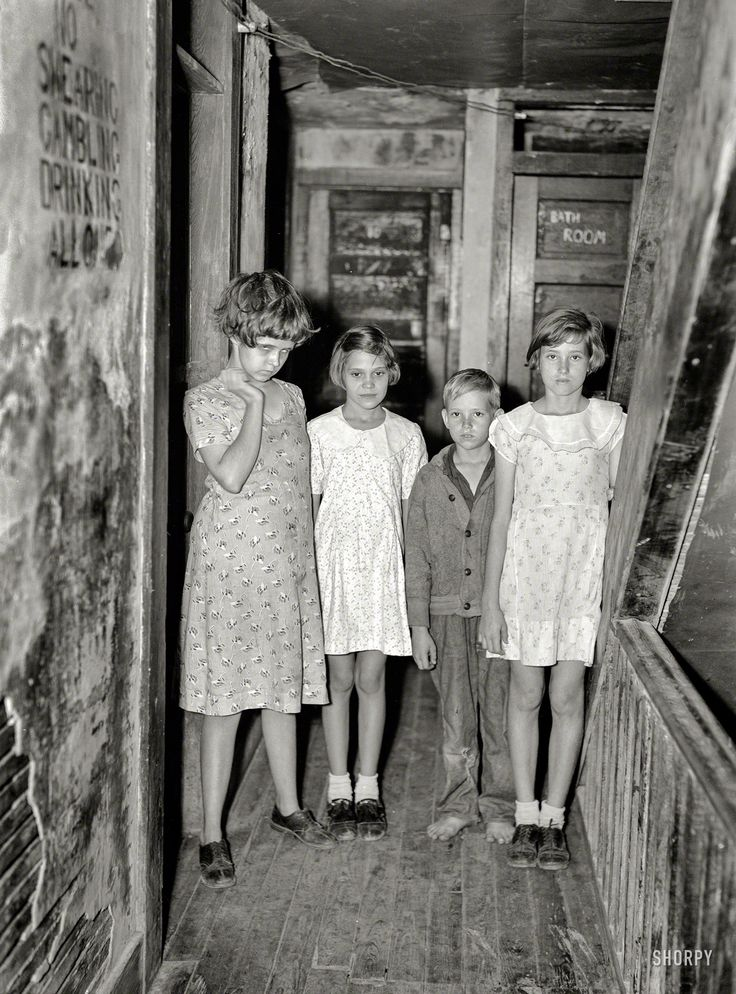 """January 1937. """"Children of citrus workers in hallway of apartment house. Winter Haven, Fla.""""  Photo by Arthur Rothstein, Resettlement Administration."""