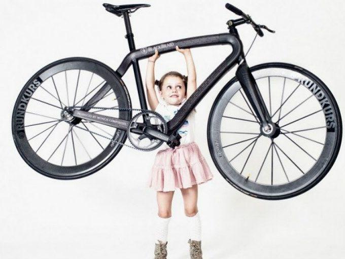 Black Braid  Una bicicleta de fibra de carbono sumamente ligera, apenas pesa cinco kilos, lo cual la hace una de las menos pesadas del planeta.  El cuadro es el que le da tanto su nombre como su peso. Está hecho de fibra de carbono trenzada (braid en inglés significa trenza) desarrollada en Munich. El material conforma también la cadena y los rines.  ¿Estás dispuesto a desembolsar 20, 000 dólares por ella?