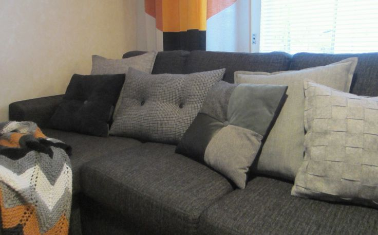Tee-se-itse-naisen sisustusblogi: Houndstooth Cushion Cover Made Out Of Recycled Tweed Wool Fabric.