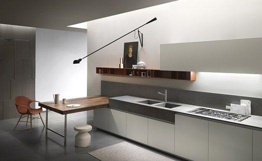 Een tafel haaks op de keuken kan ook een goed alternatief zijn om de tafel te combineren met de keuken