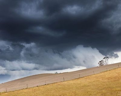 Tail end of the storm sweeping up the South Island today @metservicenz #weather #storm #itsamazingoutthere #rural_love #metservicenz #landscape #country #ruralphotography #farmlife #purenewzealand #canon #newzealand #landlifeimages