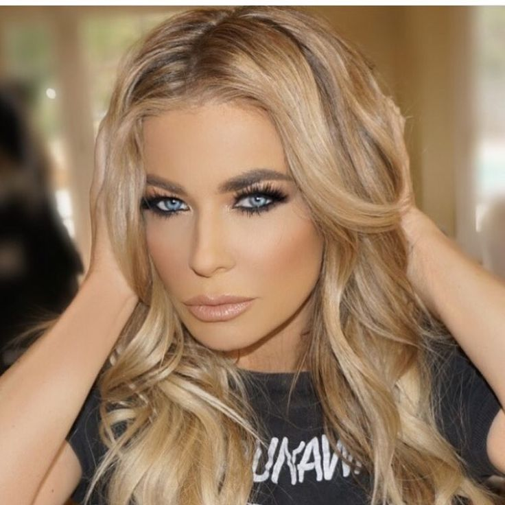 Carmen Electra blonde hair