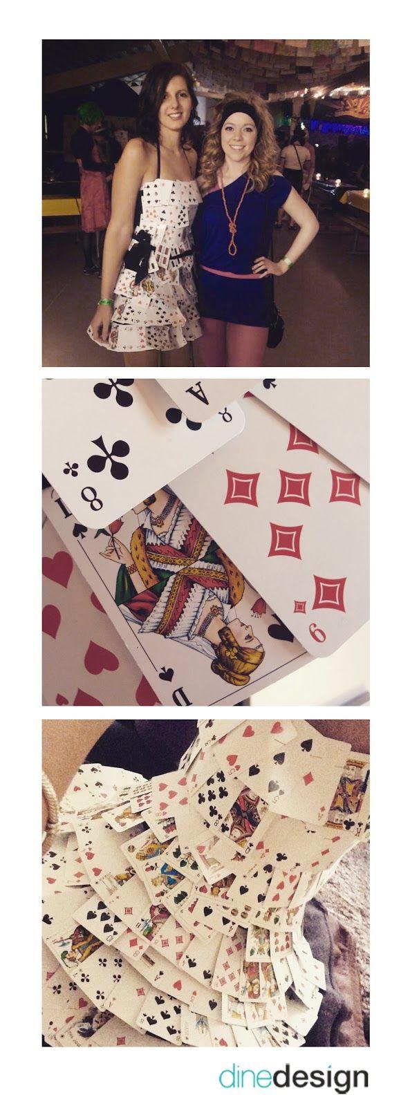 ❤ #DIY #Kostüm: #Queen of #Cards ❤   #Kartenkleid #selber #machen #Costume #Fasching #Rosenmontag  Alles was ihr dazu braucht ist: - ein Kleid (am besten ein altes, das ihr nicht braucht) - 2-3 Kartenspiele - Tacker + Tackernadeln  Ich habe in dem Fall ein Kleid genommen, das am Rockteil aus mehreren Lagen besteht, weil es später schöner fällt.