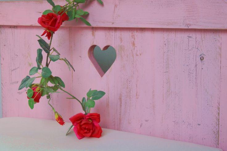 Stanse.... stoer én lief roze steigerhouten bed! Echt meidenbed? Tienerbed? Prachtig in een lichte kinderkamer.