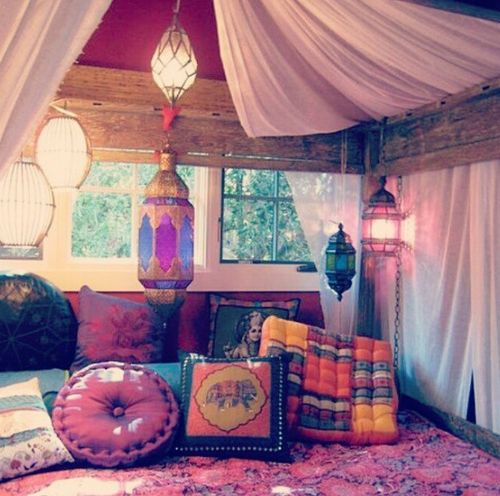 indian style bedroom with curtained bed and lanterns deco india pink