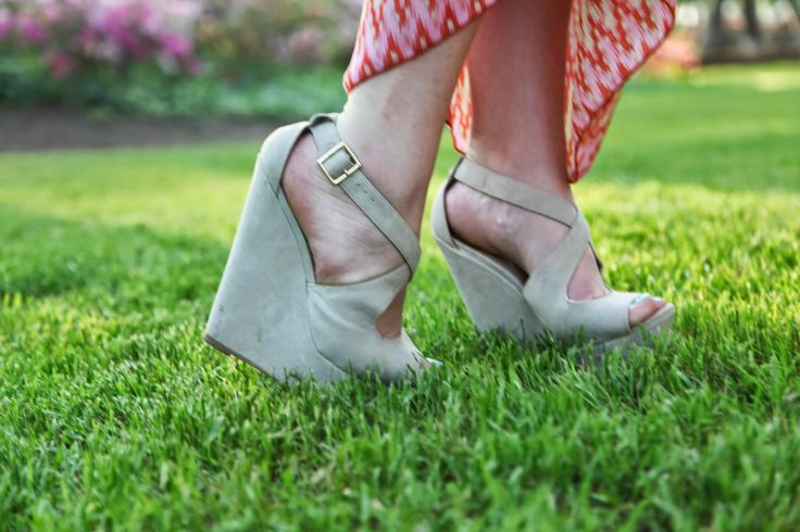 sheer sunshine: Killer Steeve Madden Wedges