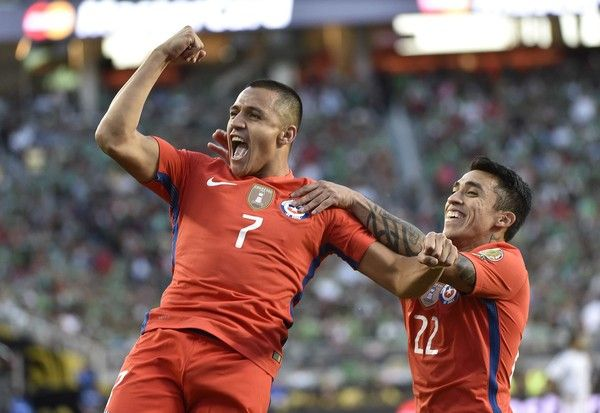 Alexis Sanchez and Edson Puch.  Chile NT.  Copa America.