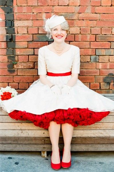 retro 50's wedding dress - love the pop of red