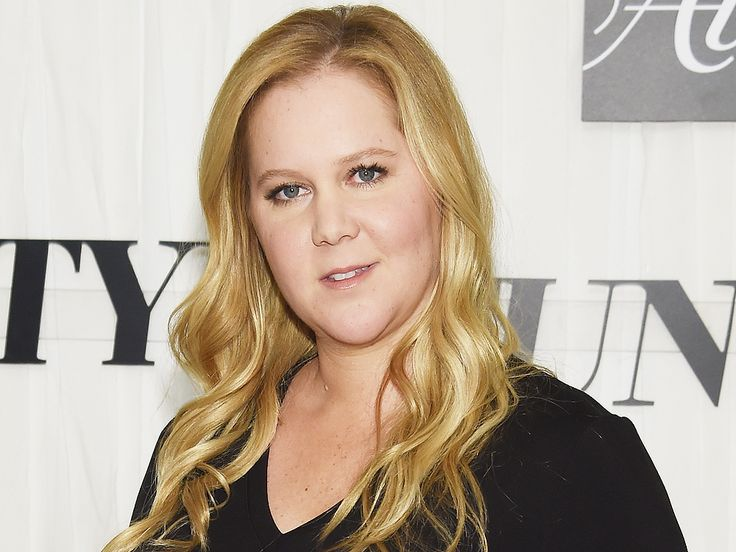 Amy Schumer shows off C-section scar