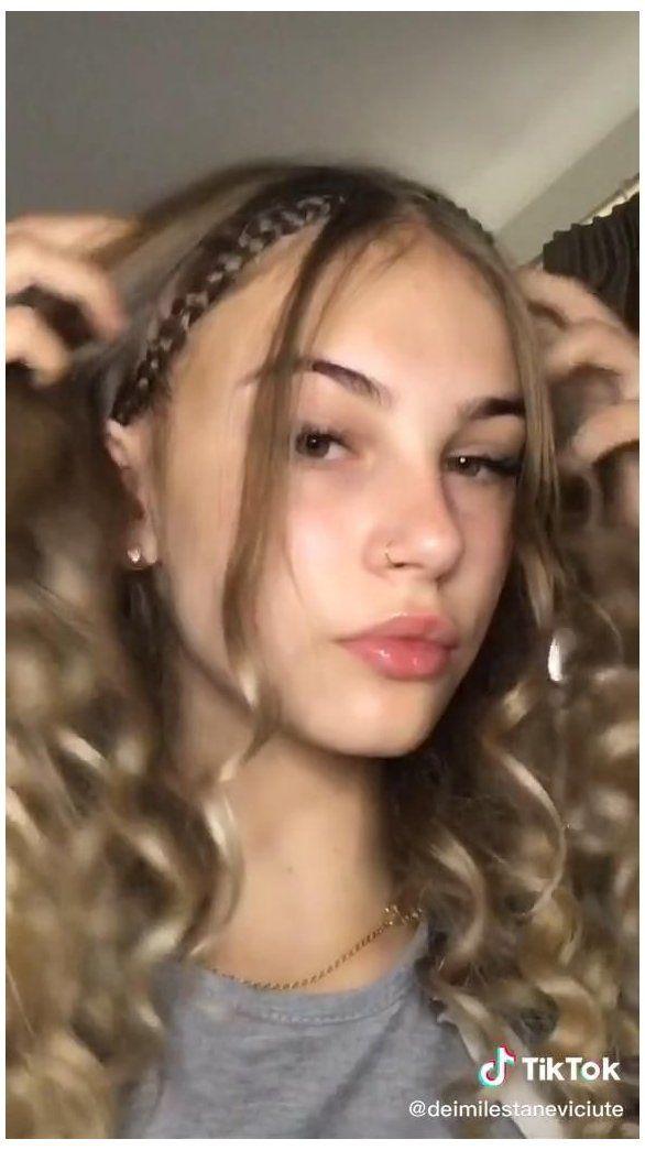 Tik Tok Tik Tok Tips Hairstylist Obx Beads In Hair Obxbeadsinhair Hair Styles Hair Highlights Curly Hair Videos