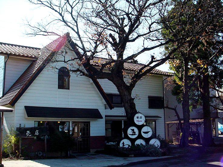 Goichi Wine (Shiojiri, Nagano pref.)  It stands close to the Izutsu Wine factory.