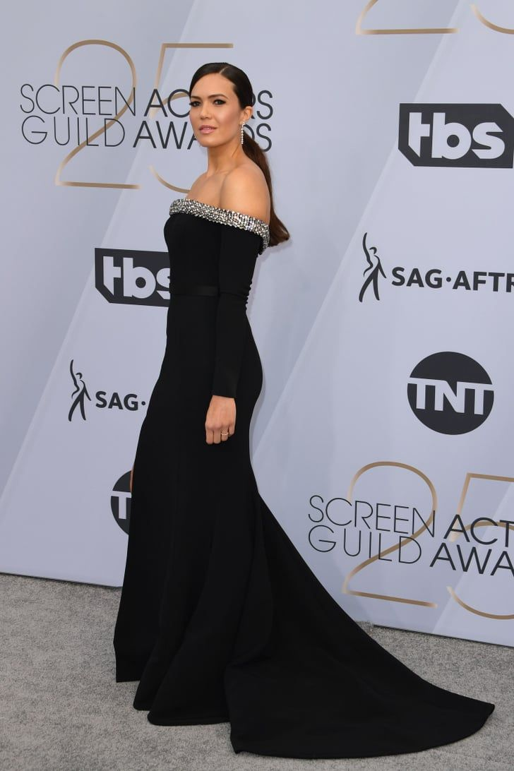d724ed42f4a9 This Is Us, Telling You That You Need to See Mandy Moore's Dress From the  Other Side