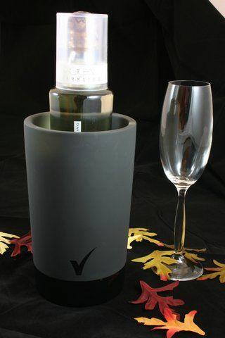 Koel in vele opzichten! De Magisso wijnkoeler is gemaakt van nature koelende terracotta (zwart-gekleurd). 'n cool cadeau voor uw belangrijkste relaties! http://www.cadeauxperts.nl/product/wijnkoeler-terracotta-zwart/