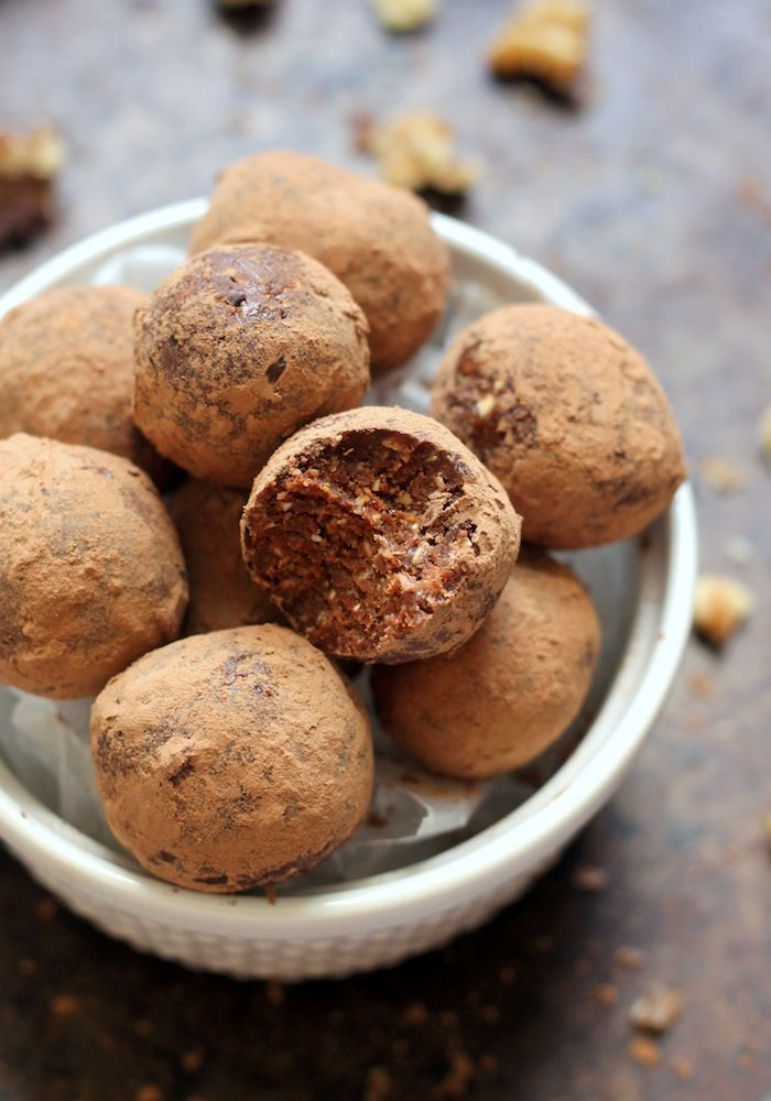 Raw Mexican Hot Chocolate Truffles--a vegan and gluten-free snack that tastes like dessert!