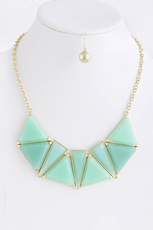 GREAT jewelry shopping website for all the latest trends! www.inlandfashion.com