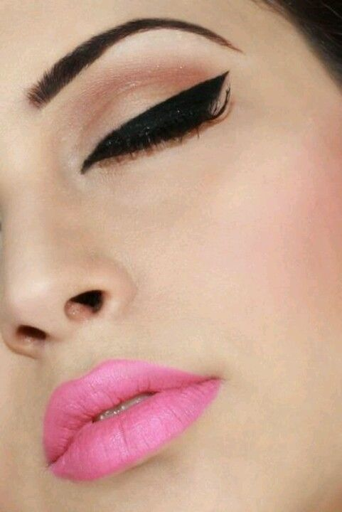 Perfect liner & pink lips