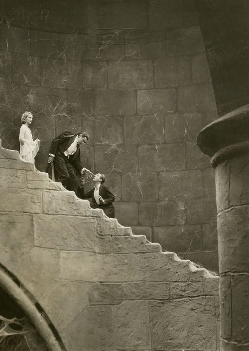 Bela LugosiinDracula(1931, dir. Tod Browning) Art direction by Charles D. Hall (via)