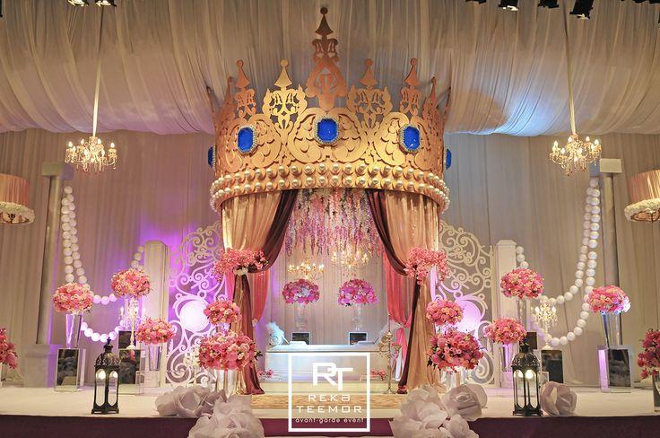 Royal Crown Wedding #weddings #malaywedding #rekateemor